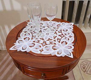 square placemats, lace placemats.