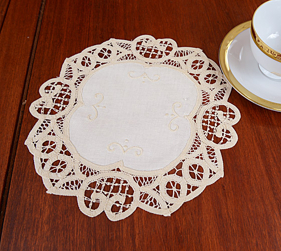 Battenburg Pineapple doilies. doilies, lace doiliesd