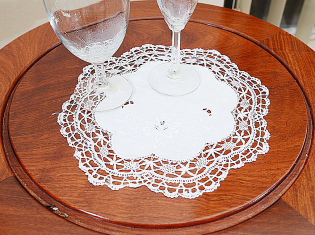 """Fine Hand Cluny Lace 10"""" Round."""