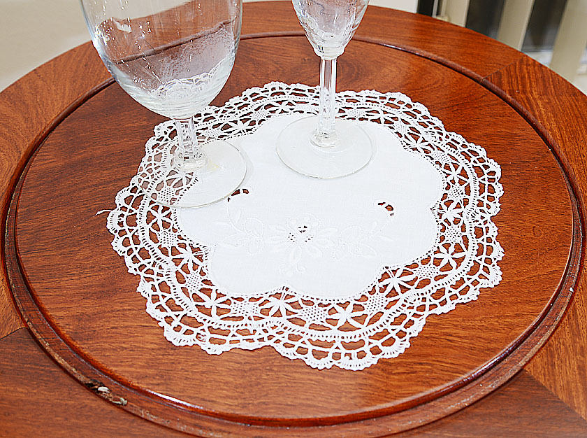 """Hand Cluny Lace 10"""" Round."""