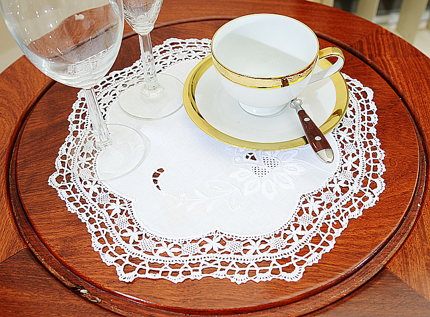 Very Fine Hand Cluny Lace Doilies 13: Round